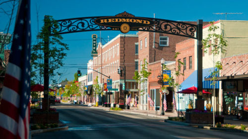 Stroll under the Redmond archway and check out a great collection of boutiques and shops in the charming downtown. (Photo credit: Redmond Chamber of Commerce & CVB)
