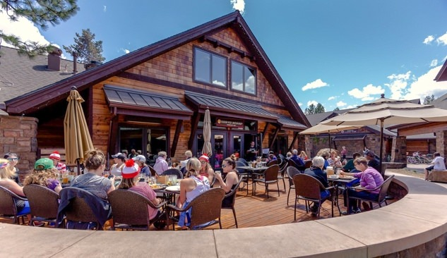 Outdoor patio of Sunriver Brewing Company