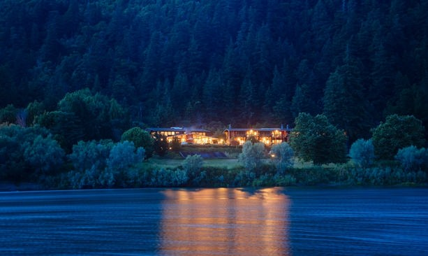 Tu Tu' Tun Lodge illuminating the Rogue River