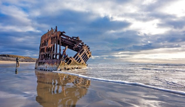 Peter Iredale shipwreck on the beach at Fort Stevens State Park