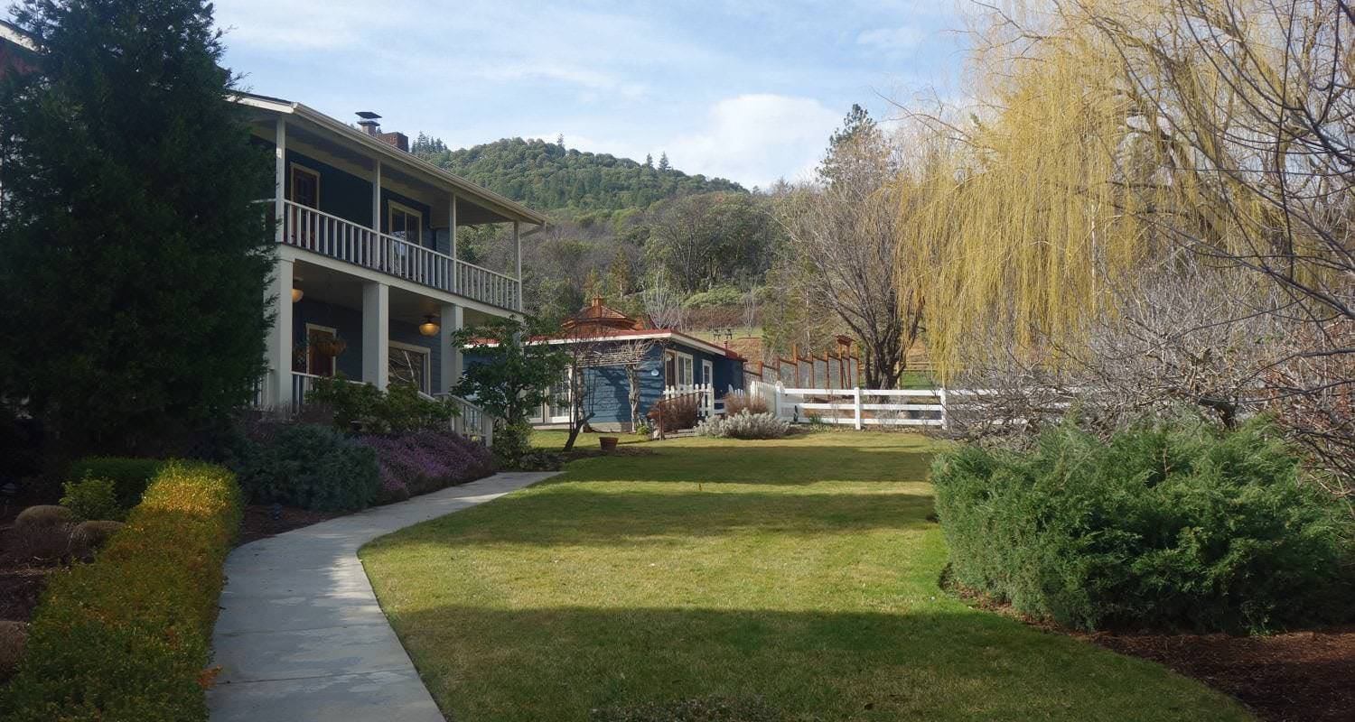 Arriving at the country willows inn in ashland feels like stepping onto a luxurious ranch in the countryside yet only a couple of miles from downtown