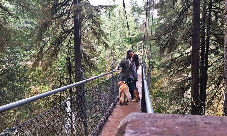 Couple kissing on Drift Creek Falls suspension bridge