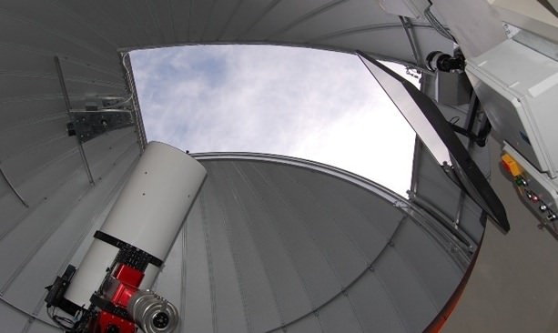 Hopservatory's reflecting telescope pointed to sky