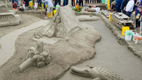 Cannon Beach Sandcastle Contest by George Vetter / Cannon-Beach.net
