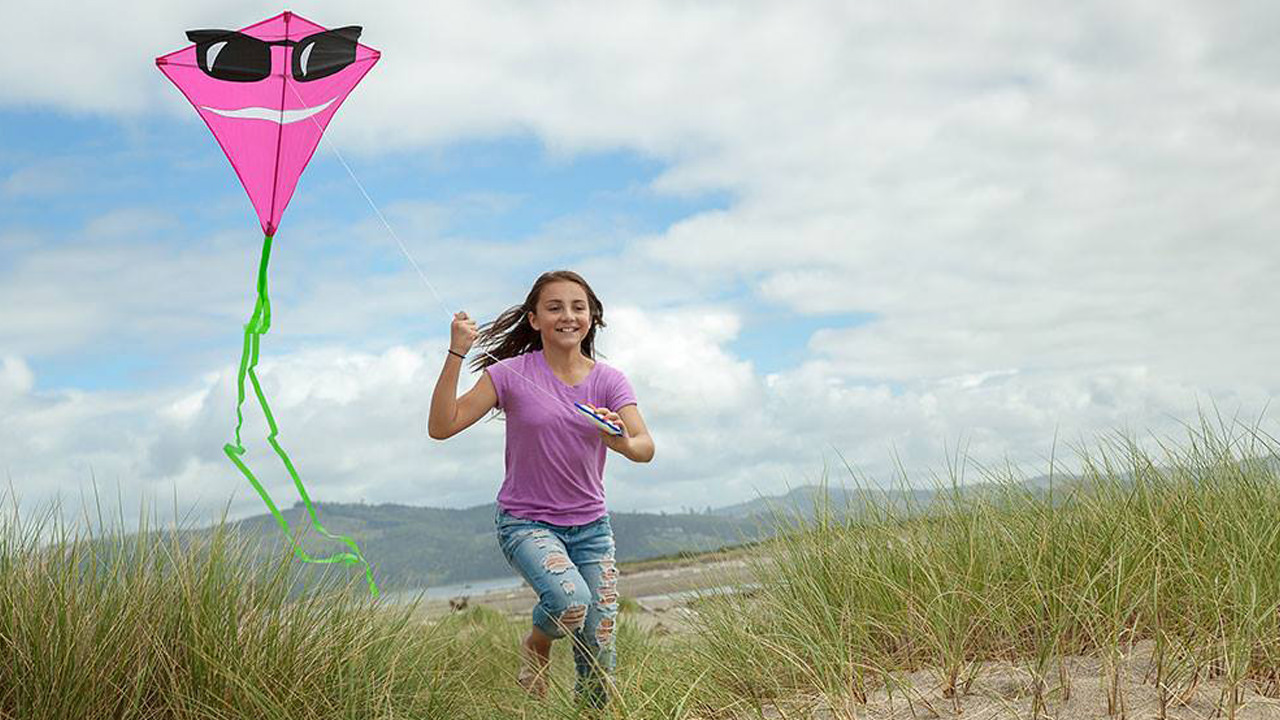 How to Fly a Kite in Lincoln City - Travel Oregon