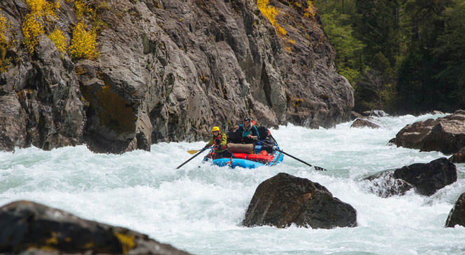 A rafting crew hits the exciting rapids of Green Wall.