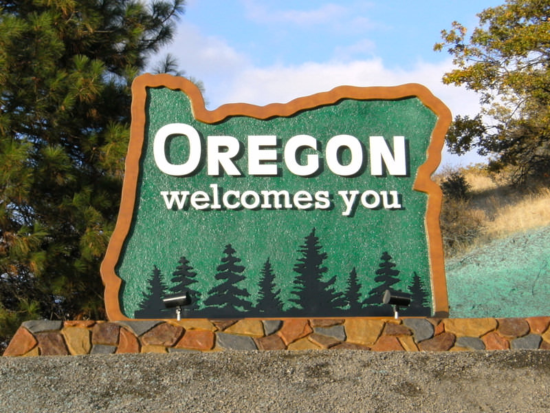 "Sign says ""Oregon welcomes you"" at entrance to state"
