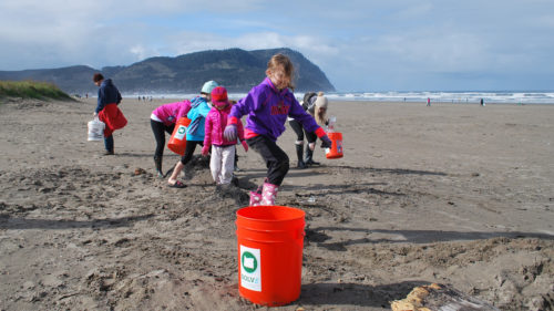 Kids collecting trash at the beach