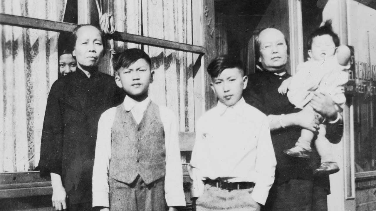 A black and white photo of a Portland family in the 1930s.