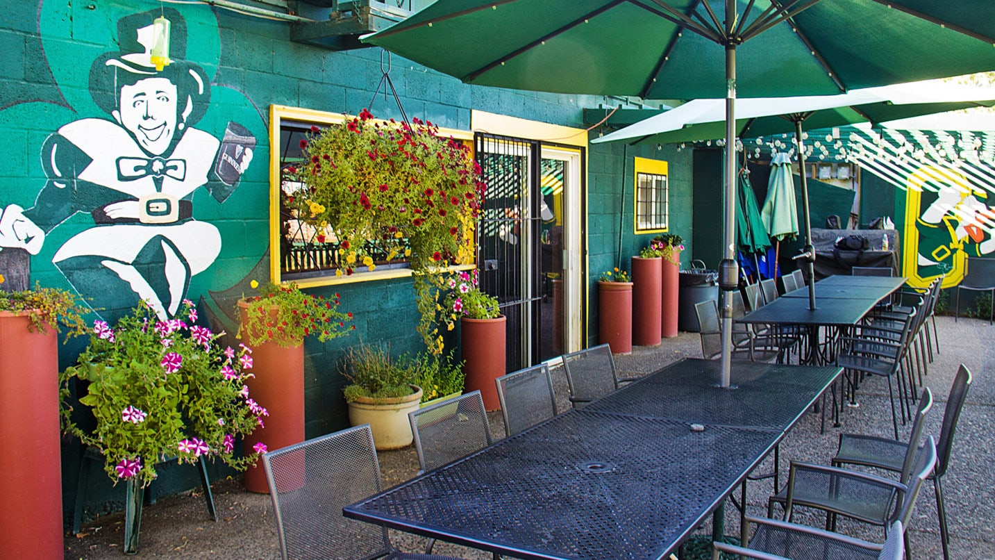 Outdoor patio at Kelly's Restaurant